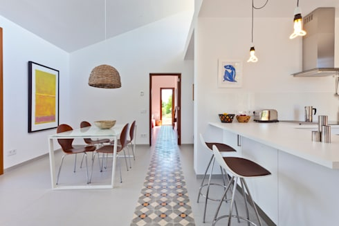 Casa en Selva, Mallorca: Comedores de estilo mediterráneo de Joan Miquel Segui Arquitecte