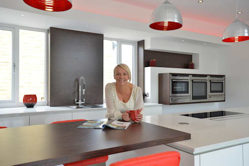 MR & MRS SCHOFIELD'S KITCHEN: modern Kitchen by Diane Berry Kitchens