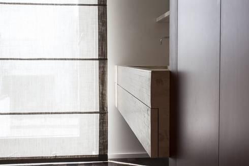 BAGNO PADRONALE: Bagno in stile in stile Moderno di Andrea Stortoni Architetto