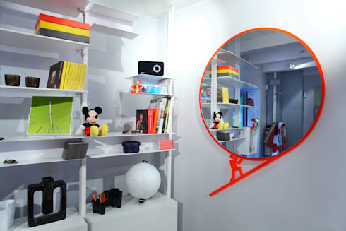 Roby's story 1 – Mirror   Raro Design Collection. : Casa in stile  di Roberto Nicolò
