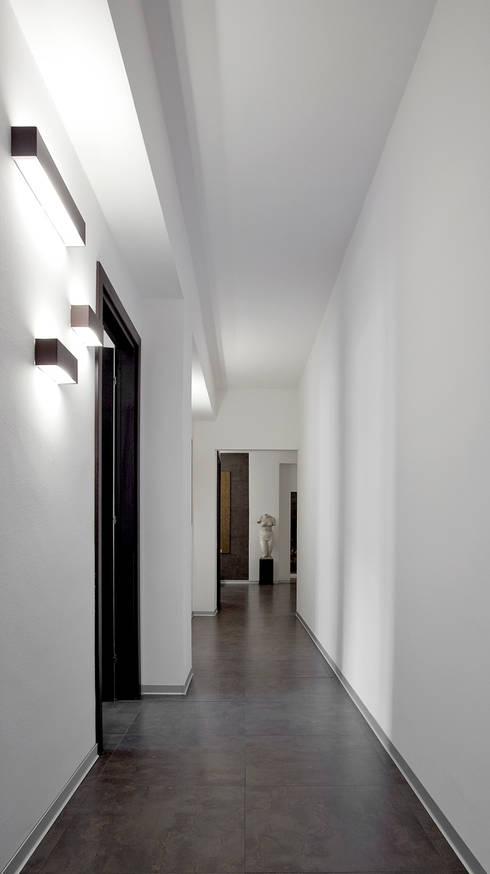 Corridoio: Studio in stile in stile Moderno di BRENSO Architecture & Design