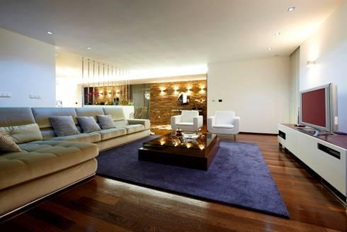 Sala Estar Augusta House: Salas de estar minimalistas por Risco Singular - Arquitectura Lda
