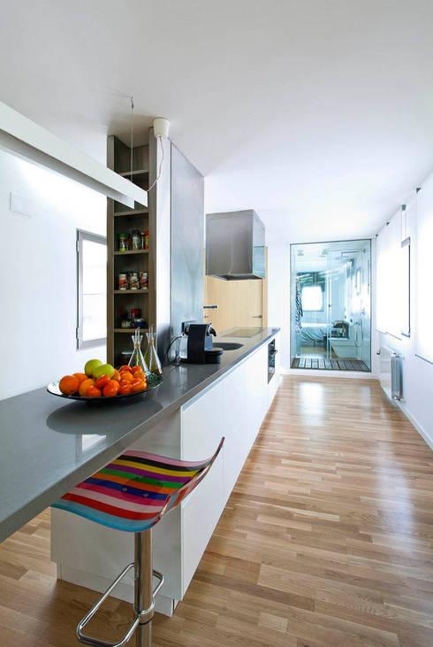 Apartamento HMP en Castalla: Casas de estilo  de DMP arquitectura