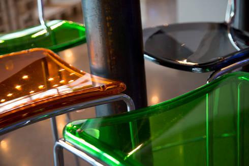 Dettaglio sedute: Gastronomia in stile  di BRENSO Architecture & Design