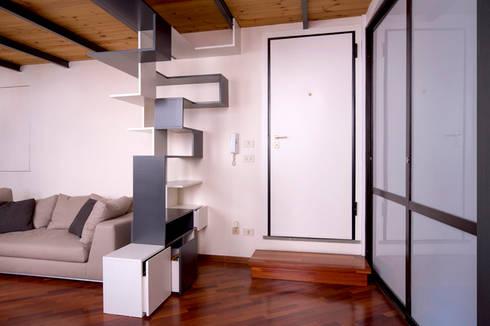 Twin Waves: Ingresso, Corridoio & Scale in stile in stile Moderno di BRENSO Architecture & Design