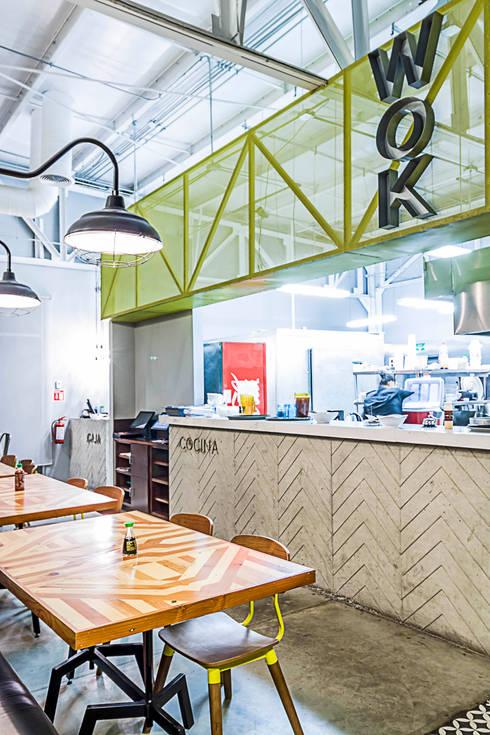 KOTORI WOK  I TJ: Cocina de estilo  por SZTUKA  Laboratorio Creativo de Arquitectura