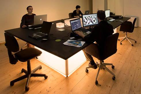 Tavolo di lavoro: Studio in stile  di BRENSO Architecture & Design