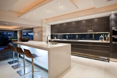 SGNW House: modern Kitchen by Metropole Architects - South Africa