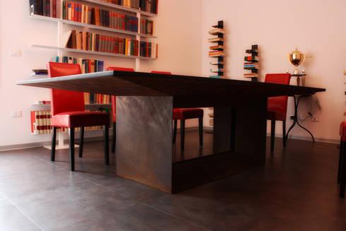 Slim Steel: Studio in stile  di BRENSO Architecture & Design