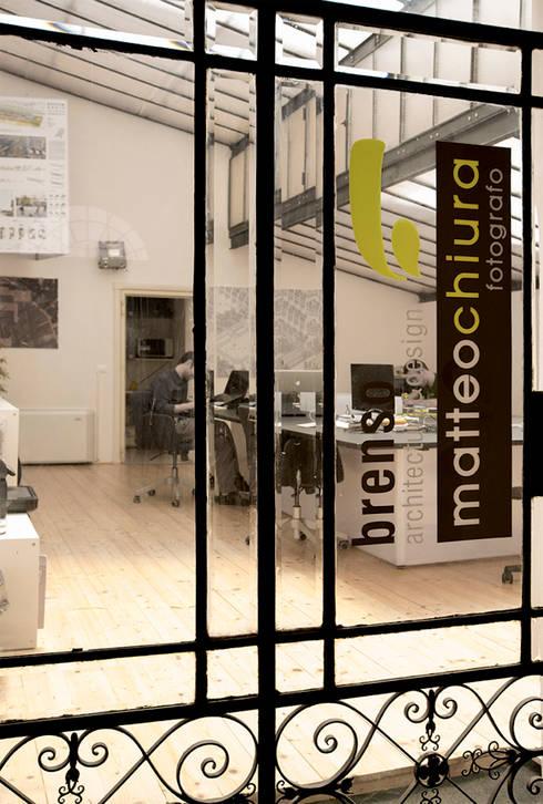 Ingresso: Complessi per uffici in stile  di BRENSO Architecture & Design