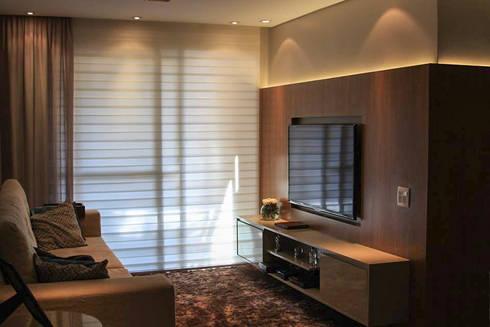 Sala de estar: Salas de estar modernas por Studio Gorski Arquitetura