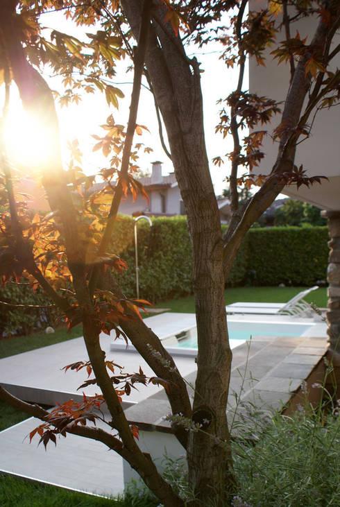Piscina e Giardino : Piscina in stile in stile Moderno di GRITTI ROLLO | Stefano Gritti e Sofia Rollo