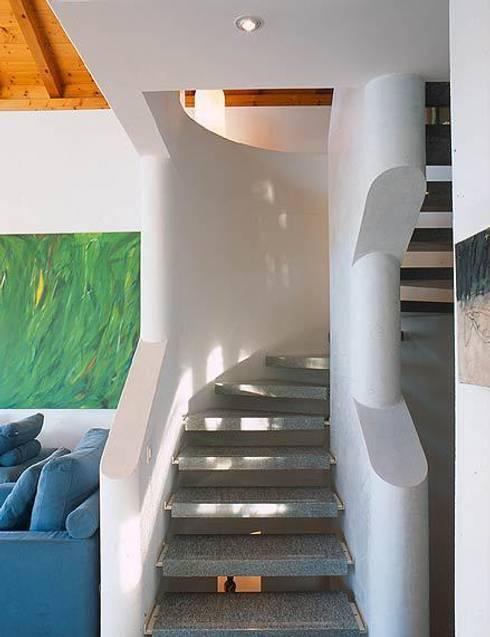 Villa Hupfer Interni 7: Case in stile in stile Classico di ABITA PIÙ