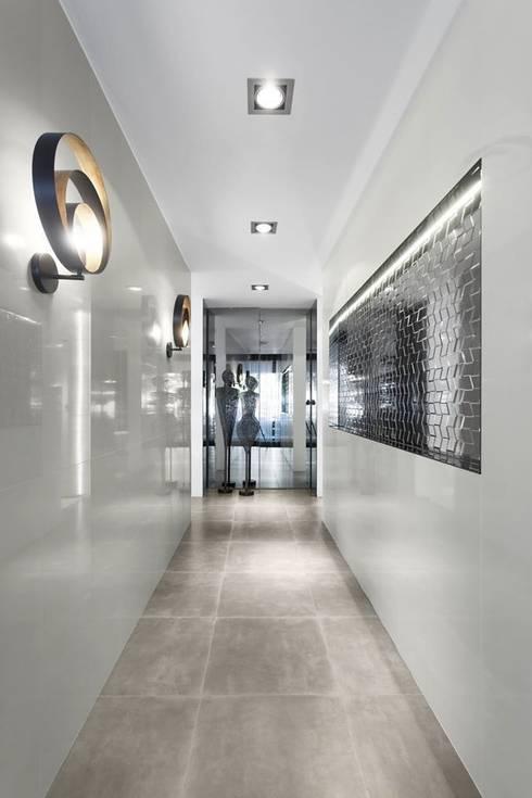 LIVE - Restaurante e SPA Showroom LoveTiles: Corredores e halls de entrada  por Ana Rita Soares- Design de Interiores