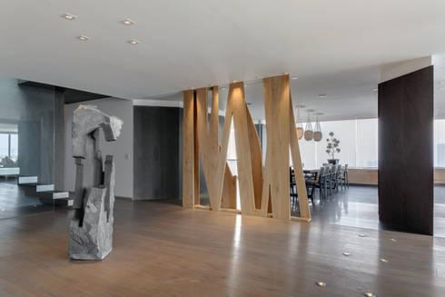 Lobby: Pasillos y recibidores de estilo  por ARCHETONIC / Jacobo Micha Mizrahi