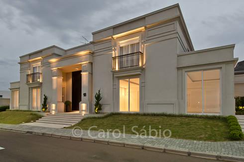 Fachada Casa Boulevard: Casas clássicas por Arquitetare