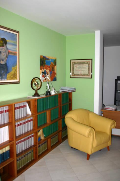 Studio D: Studio in stile in stile Moderno di SaAO Sforza Architecture Office - Laboratorio di Architettura e Design