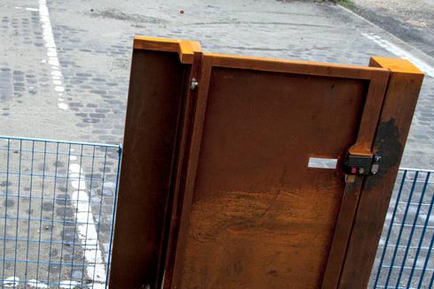 cancello:  in stile  di LAD studio