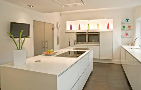 MR & MRS WAGMAN'S KITCHEN: modern Kitchen by Diane Berry Kitchens