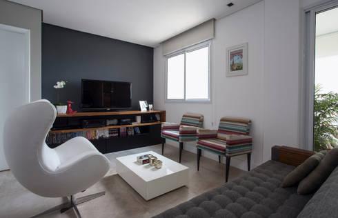 Sala de estar / Home-theater: Salas de estar modernas por Decorare Studio de Arquitetura
