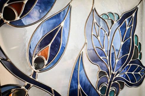 Damasco: Case in stile in stile Moderno di OPERA OFFICINE VETRARIE