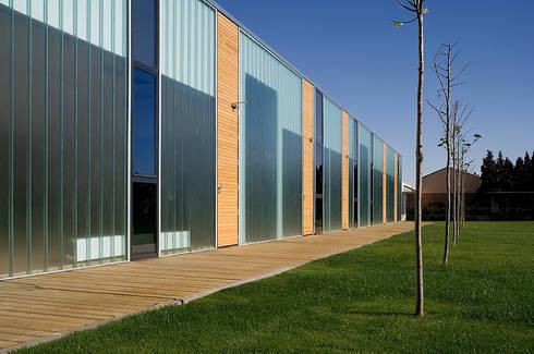 Escuela Infantil Santa Isabel: Escuelas de estilo  de Carroquino Arquitectos