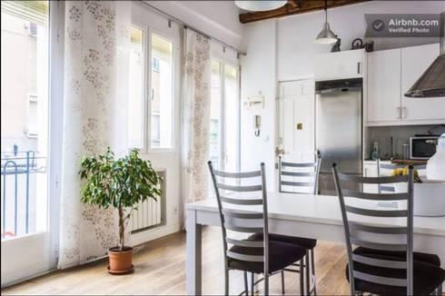 Apartamento en Madrid Río: Casas de estilo  de Space Maker Studio