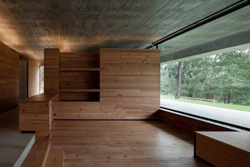 Duas casas em Monção: Salas de estar modernas por JPL Arquitecto