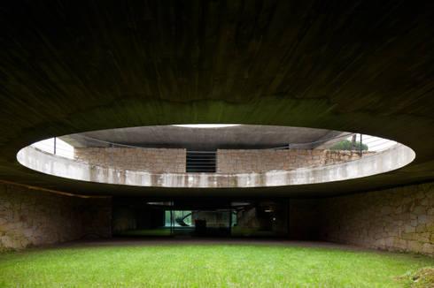 Duas casas em Monção: Jardins modernos por JPL Arquitecto