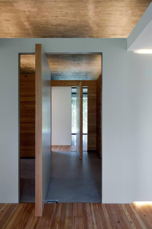 Duas casas em Monção: Janelas   por JPL Arquitecto