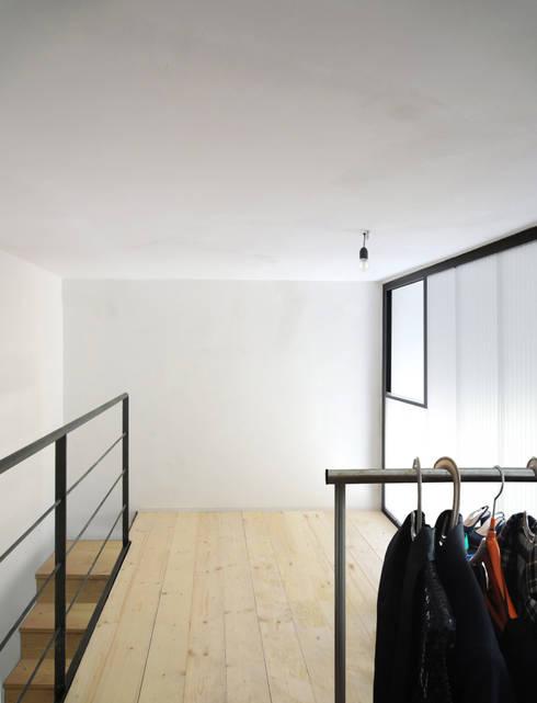 Casa per 3 (quasi 4):  in stile  di Giancarlo Covino