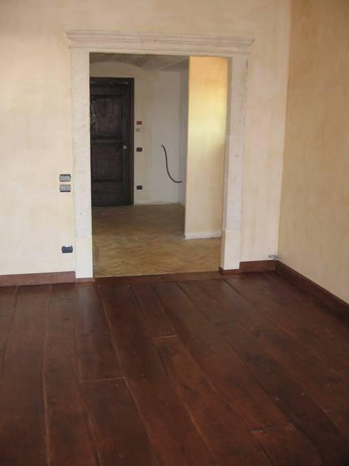Pavimenti: Casa in stile  di Essenza