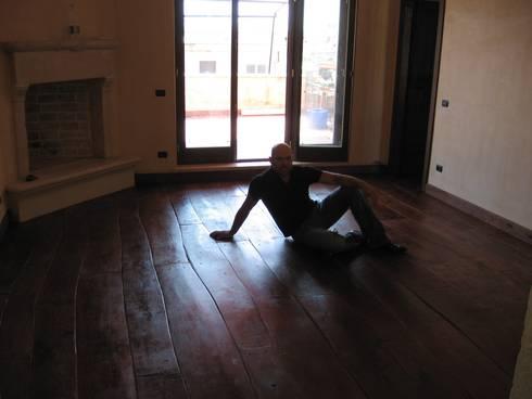 Floor Dreams : Casa in stile  di Essenza