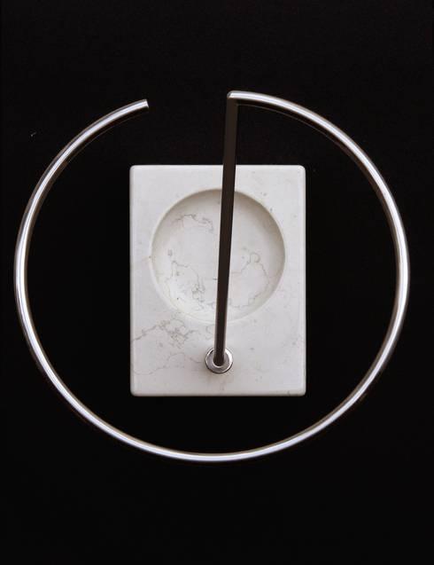 KEIM: Ingresso, Corridoio & Scale in stile  di Insilvis Divergent Thinking