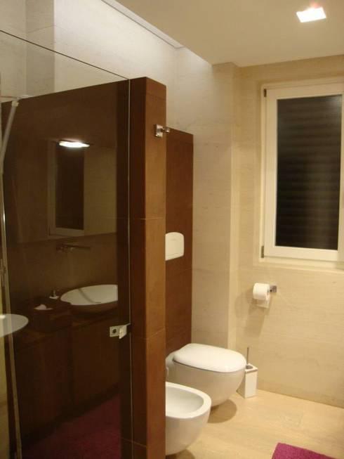 Abitazione privata su due livelli: Case in stile in stile Moderno di Donato Leonetti Studio