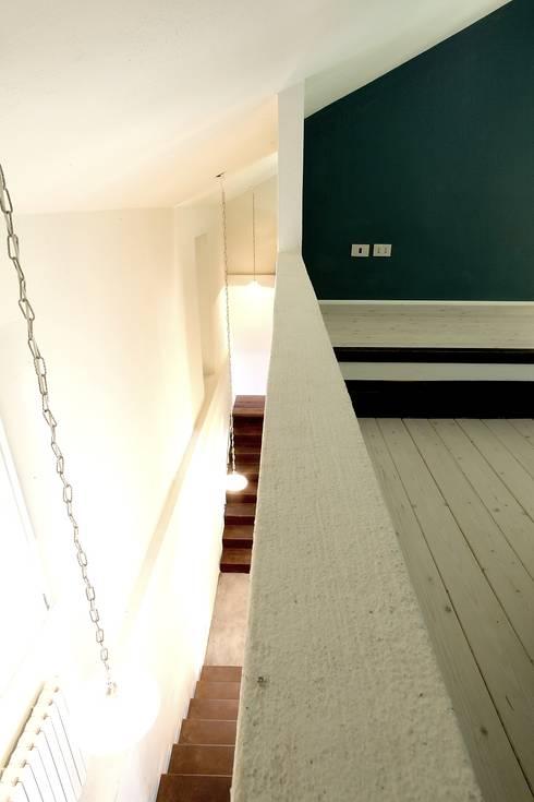 APAZI A TUTTA ALTEZZA: Case in stile in stile Rustico di Cristina Meschi Architetto