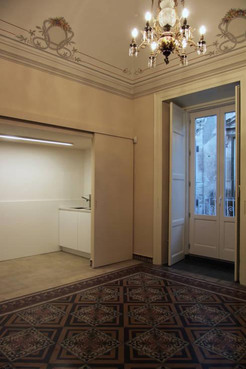 Recupero di un palazzo storico: Casa in stile  di studio di architettura Antonio Giummarra
