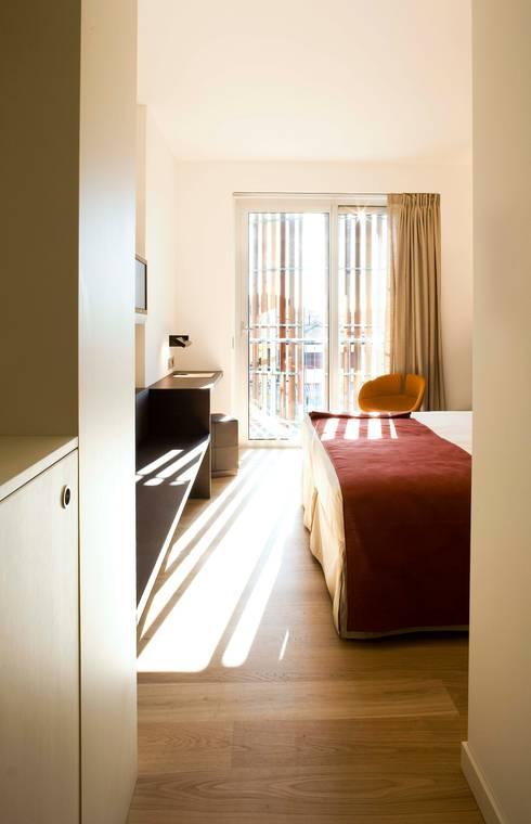 mod05 living hotel: Hoteles de estilo  de fusina 6