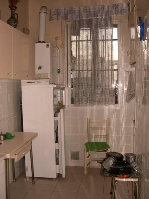 Piso en Atocha: Cocinas de estilo  de Diseño Interior Bruto