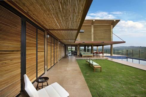 Casa da Montanha 1: Casas rústicas por David Guerra Arquitetura e Interiores