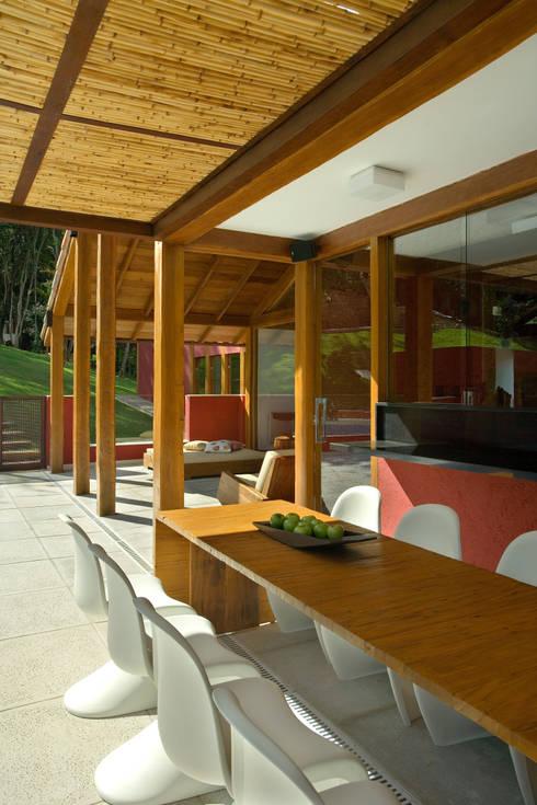 Casa da Mata 2: Terraços  por David Guerra Arquitetura e Interiores
