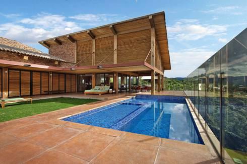 Casa da Montanha 2: Casas rústicas por David Guerra Arquitetura e Interiores