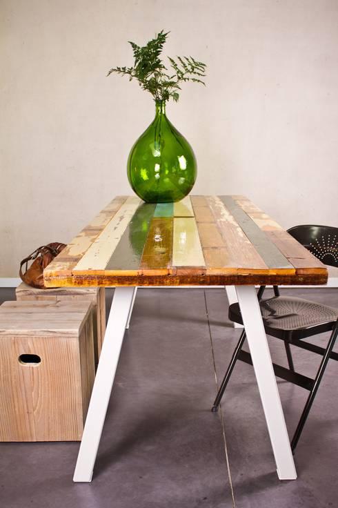 tisch recyceltes holz stahlbeinen von pure wood design homify. Black Bedroom Furniture Sets. Home Design Ideas