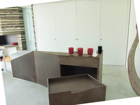 HANG#J : Cucina in stile in stile Industriale di Margarete (Architetti Anselmi S. e Crucianelli E.)