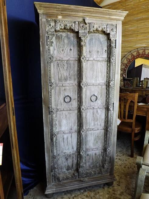 Armarios: Salones de estilo colonial de Salablanca Furniture & Decoration