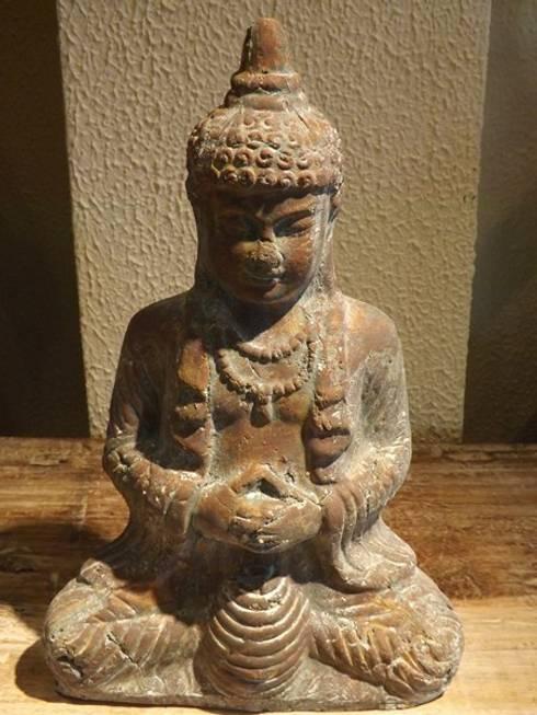 Buddah de barro: Hogar de estilo  de Salablanca Furniture & Decoration