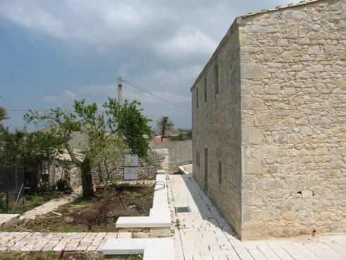 Villa VT: Case in stile  di studio di architettura Antonio Giummarra