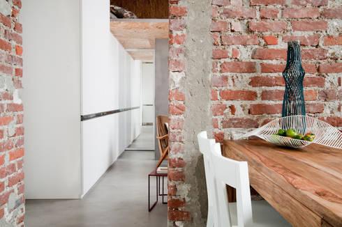 30MQ CON SOPPALCO: Case in stile in stile Industriale di Cristina Meschi Architetto