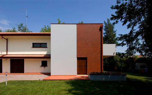 AMPLIAMENTO CASA UNIFAMILIARE: Case in stile  di Studio di Progettazione e Grafica Giorgio Da Villa