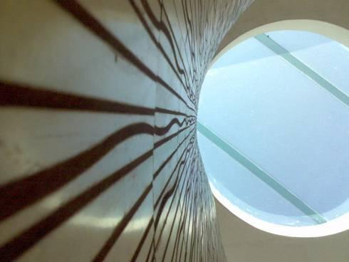 domo escaleras:  de estilo  por CESAR MONCADA S